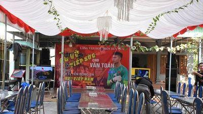 Nhà thủ môn Văn Toản dựng rạp cổ vũ U22 Việt Nam trong trận chung kết SEA Games 30