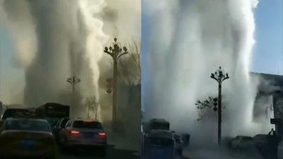 Vòi phun khổng lồ do vỡ ống nước