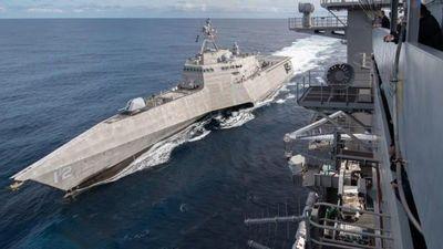Tàu sân bay Roosevelt lần đầu tiếp nhiên liệu trên biển cho chiến hạm