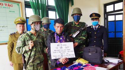 Bắt vụ vận chuyển 9.800 viên hồng phiến từ Lào về Việt Nam