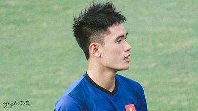 Sở hữu combo 'cao+mắt híp' Tấn Sinh khiến fan liên tưởng đến trai Hàn
