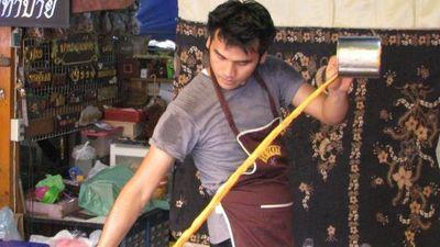 Trà sữa múa ở Thái Lan khiến du khách tò mò