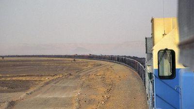 Đoàn tàu dài gần 3 km xuyên sa mạc Sahara