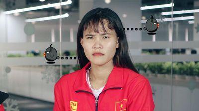 Chương Thị Kiều nhăn mặt bắt chước biểu cảm HLV Mai Đức Chung