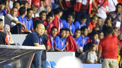 HLV Park Hang Seo bị phạt thẻ đỏ: Trọng tài giỏi sẽ không làm thế