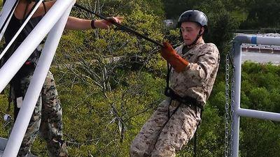 Tân binh Mỹ rèn vượt qua nỗi sợ độ cao