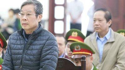Do sức khỏe yếu, hai ông Trương Minh Tuấn và Nguyễn Bắc Son được ngồi trả lời trước tòa