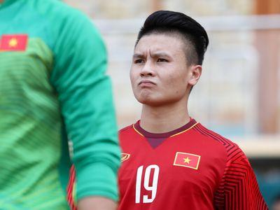 Trả lời phỏng vấn Zing.vn, danh thủ Nguyễn Hồng Sơn nhận định HLV Park Hang-seo sẽ bố trí Nguyễn Quang Hải trở lại hàng công khi đội tuyển Việt Nam đối đầu Malaysia.