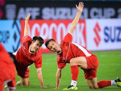 Đội tuyển Việt Nam có buổi tập duy nhất trên sân chính để làm quen với mặt cỏ và giờ thi đấu. Phóng viên chỉ có 15 phút tác nghiệp trong buổi tập này.