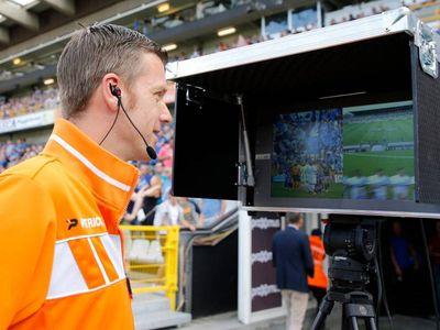 Sau nhiều hồi tranh cãi, cuối cùng giải bóng đá hàng đầu nước Anh cũng chịu sử dụng công nghệ trọng tài video để nhằm đảm bảo tính trung thực trong mỗi trận đấu.