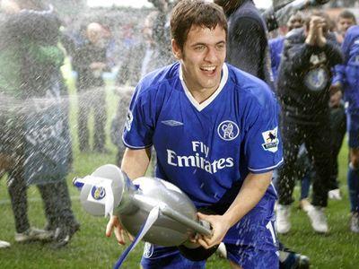 Cựu tiền vệ nổi tiếng của tuyển Anh và CLB Chelsea Joe Cole vừa thông báo quyết định giải nghệ ở tuổi 37 sau 20 năm chơi bóng đá chuyên nghiệp.