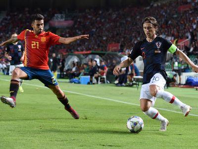 Trong một trận đấu mà cả 2 bên đều rất cần chiến thắng để phục vụ cho mục tiêu riêng của mình, đội tuyển Tây Ban Nha có thể đạt được mục đích dù Croatia rất khó bị đánh bại trên sân nhà.