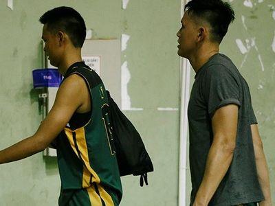 Trong trận đấu giữa tuyển bóng rổ Cần Thơ và Bình Thuận trong khuôn khổ Đại hội Thể dục Thể thao toàn quốc 2018, hai cầu thủ lao vào hành hung trọng tài.