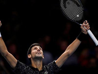 Tay vợt huyền thoại sống Thụy Sĩ Roger Federer bất ngờ thua tài năng 21 tuổi A. Zverev sau 2 ván đấu kịch tính. Novak Djokovic tiếp tục phong độ ấn tượng để vào chung kết
