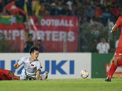 Chuyên gia bóng đá Đông Nam Á Steve Darby nhận định Văn Toàn không hề việt vị trong tình huống đá bồi làm tung lưới Myanmar vào tối 20/11.