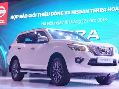 Nissan Terra diesel số sàn có gì để đối đầu với Toyota Fortuner?
