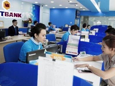 Bố mẹ vợ Bầu Kiên ồ ạt bán cổ phần VietBank