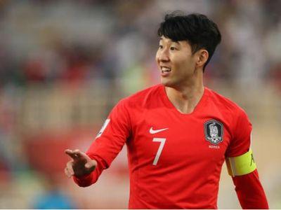 Hwang Ui-jo là người ghi bàn mở tỷ số, nhưng Son Heung-min mới là nhân tố chơi nổi bật nhất của ĐT Hàn Quốc trong hiệp 1 với những pha đi bóng kỹ thuật cùng nhãn quan tuyệt vời.