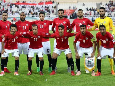 Tổ chức không chặt chẽ, hậu vệ hay bị hút theo bóng, không có cầu thủ bọc lót, hậu vệ tranh chấp yếu... Đó là những điểm yếu của ĐT Yemen (Nguồn: Thể thao & Văn hóa)