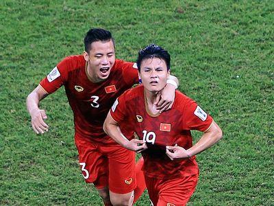 Trước trận tứ kết giữa đội tuyển Việt Nam và Nhật Bản, tờ Siam Sport có bài viết nhận định tiền vệ Nguyễn Quang Hải là cầu thủ có thể tạo nên bước ngoặt của trận đấu.