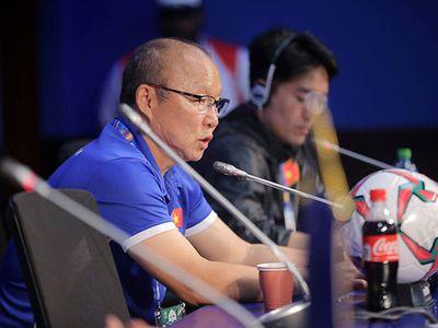 Ông Park Hang Seo nhắc lại mục tiêu và tham vọng hiện tại của Việt Nam ở Asian Cup 2019: 'Sau khi vô địch AFF Cup, mục tiêu của tôi ở giải này là vào tới vòng 1/8, giờ điều này đã thành hiện thực. Tuy nhiên, tôi nghĩ là chúng tôi không chấp nhận dừng lại ở đó'.