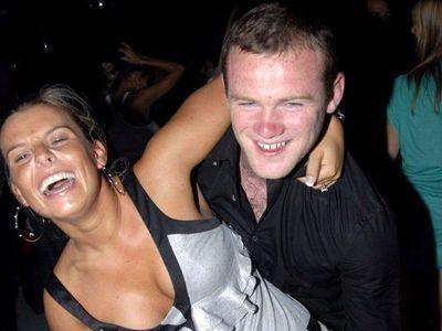 Cô vợ Coleen được cho là yêu cầu ông chồng nổi tiếng hủy hợp đồng với D.C.United và phải trở về Anh ngay lập tức.