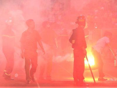 Chia sẻ về những sự cố trên sân Hàng Đẫy hôm 11/9, huấn luyện viên Văn Dũng tin những hành vi của cổ động viên Nam Định xuất phát từ sự ức chế.