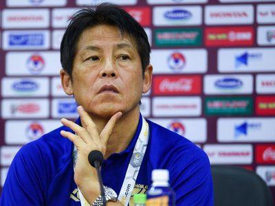 Sáng 18/11, huấn luyện viên Nishino có lần trả lời họp báo đầu tiên sau khi đến Hà Nội. Trước đó, đội tuyển Thái Lan phong tỏa mọi thông tin với truyền thông Việt Nam.