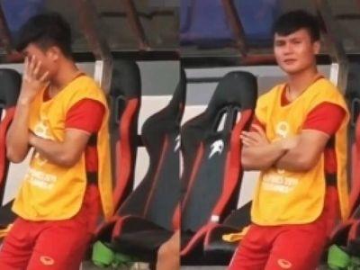 Phải ngồi ngoài và chứng kiến các đồng đội bước vào trận đấu cân não với U22 Thái Lan, Quang Hải đã rơi nước mắt.