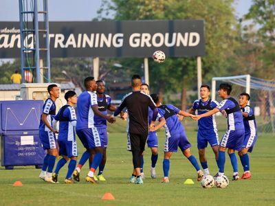 Clip: Các cầu thủ TPHCM tập luyện trên đất Thái Lan để chuẩn bị cho trận gặp Buriram ở vòng sơ loại AFC Champions League 2020.