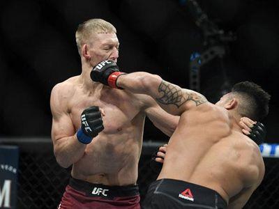 Chỉ hơn 3 phút thi đấu, võ sĩ Punahele Soriano đã hạ knock-out đối thủ Oskar Piechota bằng cú đấm cực mạnh để giành chiến thắng tại sự kiện UFC 245 và giành số tiền thưởng lên tới 24.000 USD.