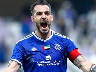 Tiền đạo Alvaro Negredo của CLB Al Nasr mở tỷ số trong chiến thắng 2-1 trước Al-Ahli ở chung kết Etisalat Cup hôm 17/1 khi camera của kênh Adsportstv còn chưa sẵn sàng.