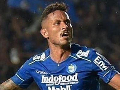 Các cầu thủ PSS Sleman tiếp xúc gần với chân sút Wander Luiz của đội Persib Bandung, nên họ phải cách ly và xét nghiệm.