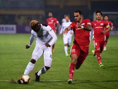 Nhiều CLB ở V-League đồng tình với phương án yêu cầu cầu thủ giảm lương 50% trong bối cảnh nghỉ thi đấu vì dịch Covid-19 của FIFA.