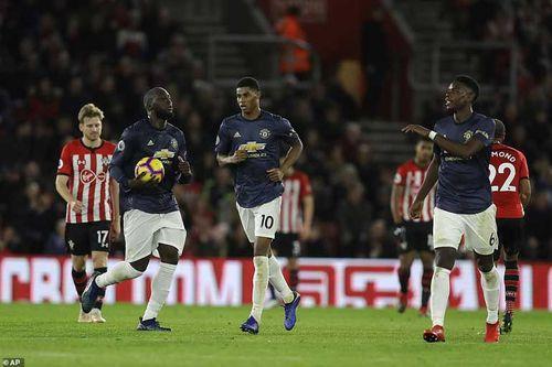 Kết quả, BXH bóng đá rạng sáng 2.12: Lukaku giải hạn, M.U thoát chết
