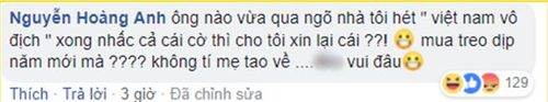 Muôn kiểu cổ động viên 'bá đạo' khi đi bão mừng chiến thắng trận bán kết lượt đi của đội tuyển Việt Nam