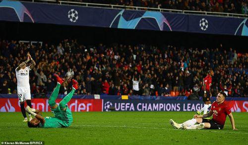 Kết quả, BXH Champions League rạng sáng 13.12: Real thua thảm, Juve và M.U gục ngã