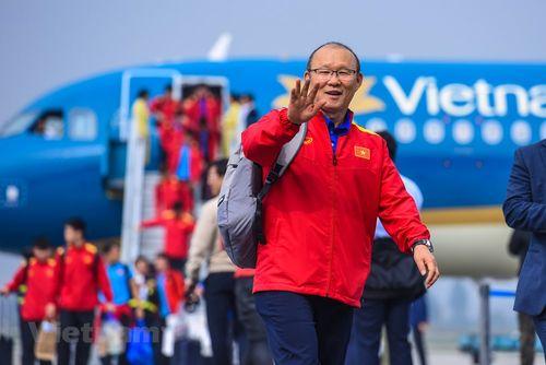 Toàn cảnh những người hùng ĐT Việt Nam về nước