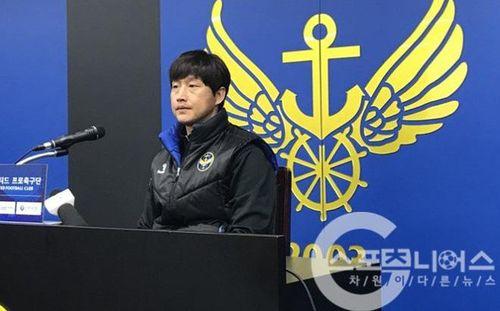 Gây sốc trước Seoul, HLV Incheon báo tin cực vui cho Công Phượng