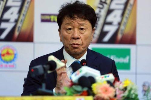 HLV Chung Hae-seong ngán ngẩm, xin lỗi vì không thể giúp bóng đá Việt Nam vượt tầm