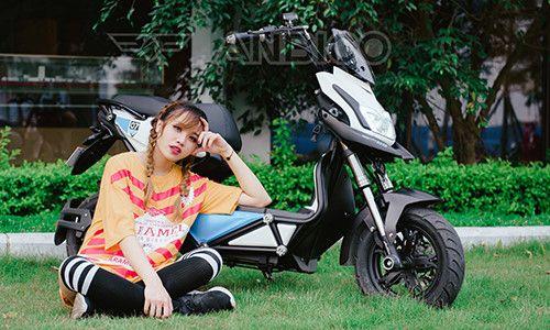 Teen Việt đọ cá tính với xe điện Anbico Zoe