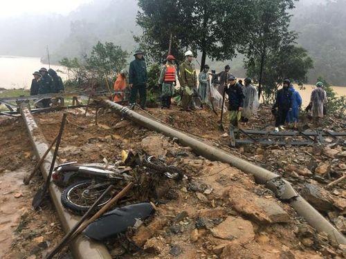 Tìm thấy thi thể đầu tiên vụ sạt lở núi ở Phước Sơn