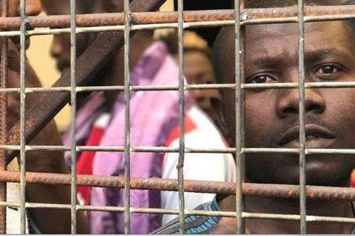 Cận cảnh 'chợ nô lệ di cư' ở Libya