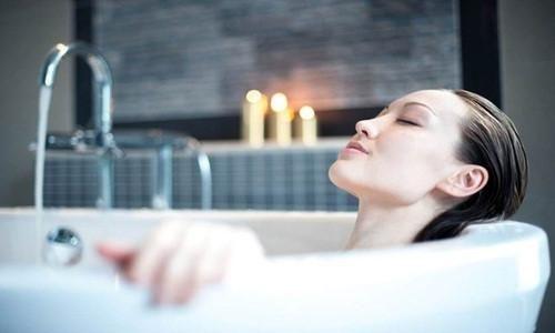 Các nguyên tắc người thích tắm đêm cần biết để không gây hại