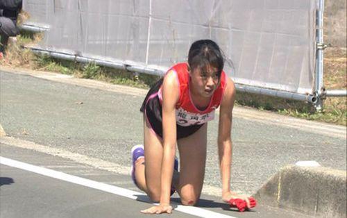 Những sự thật khó tin về nữ VĐV Nhật Bản bò về đích