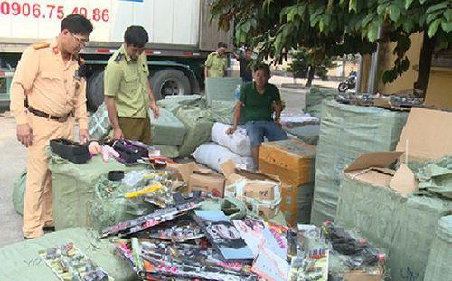 Thái Bình: Xe container chở hàng tấn đồ chơi bạo lực, mỹ phẩm và đồ chơi kích dục