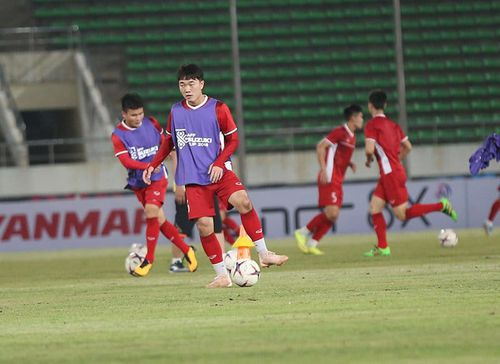 Lộ diện đội hình đội tuyển Việt Nam đấu Lào: Bộ đôi hảo thủ HAGL xuất trận