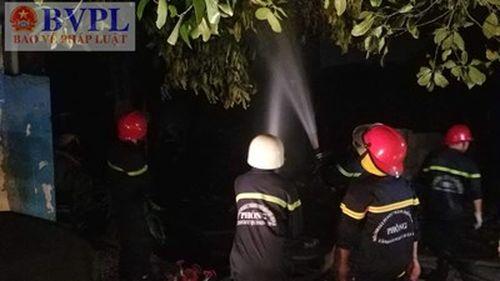 Lửa bùng phát dữ dội thiêu cháy lán trại tại TP. Hồ Chí Minh