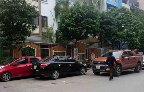 Ô tô, xe máy 'đè mặt' biển cấm, 'thách thức' CA phường Vĩnh Tuy