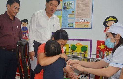 Hà Nội đồng loạt tiêm bổ sung vắc xin sởi-rubella